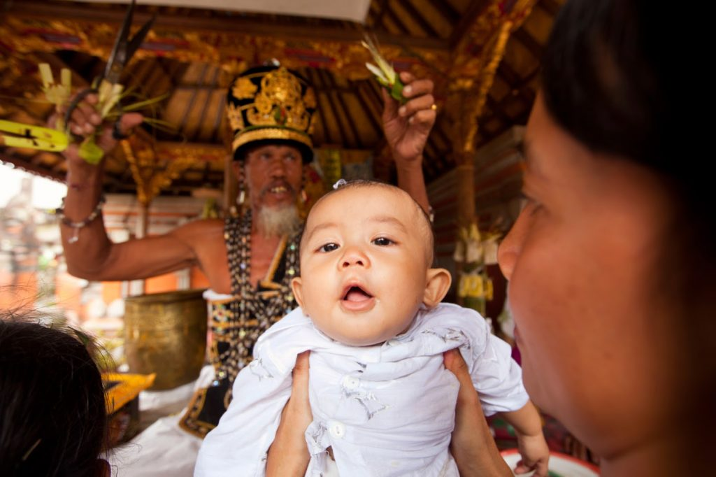 10 Strange Baby Traditions Around The World - Chinese Birth Traditions