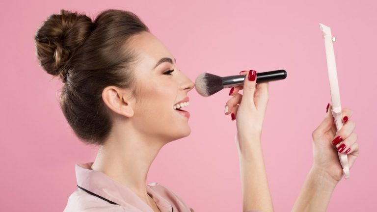 5 Reasons Why Using Makeup Regularly Isn't The Best Idea